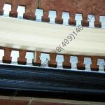 Профиль для окантовки углов ступеней гибкий с противоскользящей вставкой